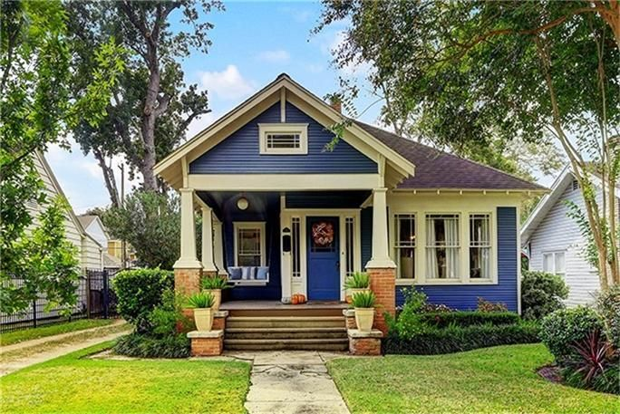312 23rd St Houston Tx 77008 Photo Charming 1920s Craftsman Bungalow Located Cottage House Exterior Craftsman Bungalow Exterior Craftsman Bungalows