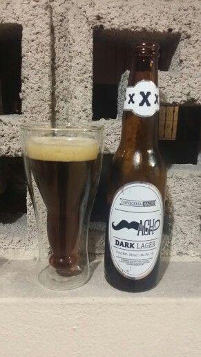 Cerveza Macho Dark Lager de @CerveceriaMacho es una lager oscura, de tan sólo 5% grados de alcohol, espuma acaramelada y ligera, suave al paladar con tonos de caramelo. Es una cerveza de cuerpo ligero