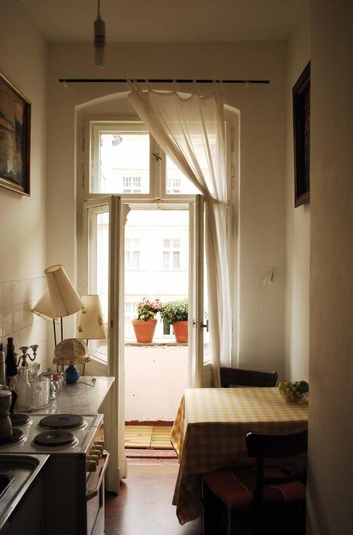 Spectacular K chen Inspiration der gem tlichsten Sorte Ausblick auf einen mit Blumen bepflanzten Balkon WG