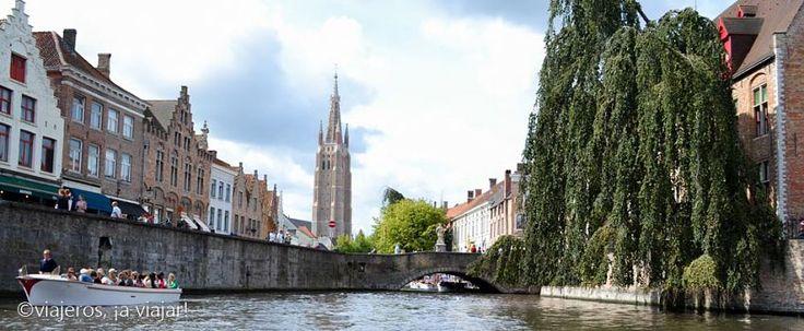 Brujas, ciudad medieval ubicada en la región de Flandes, que te hará sumergirte en la época medieval a través de sus canales y de su arquitectura.