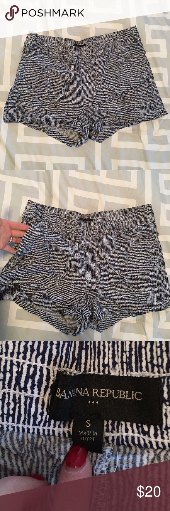 • banana republic shorts • Worn once size small banana republic shorts. In perfect condition   ❌No trades 🚫🚬 Non smoking home 📬 Same/next day shipping Banana Republic Shorts