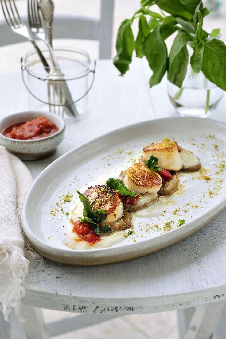 Sint-Jakobsvruchten met aubergine en gepofte basilicum