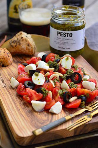 Paradicsomos mozzarellás saláta pesztóval #ninivebutik #nicolasvahe #recept