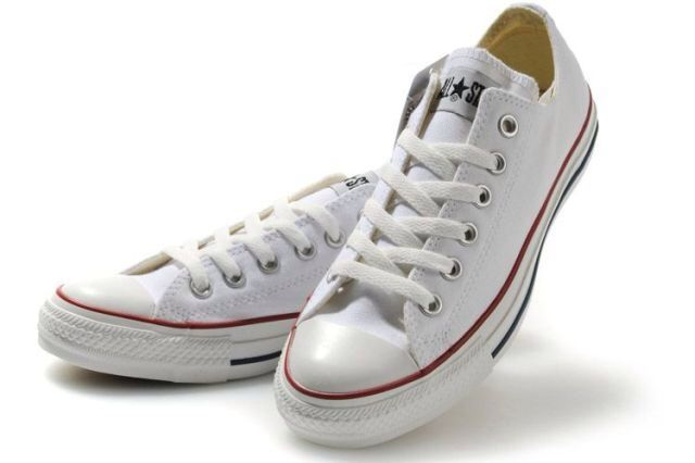 White converse.!!! Fashion must for you that like it simple cute and girly and just cant help going back on your teen years.!! Wear it with anything and get the perfect day look..!