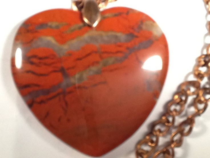 Collier/pendentif 'Feu d'amour', pierre en coeur naturelle de Jaspe sanguin, 'Heart on Fire' genuine Red Jasper gemstone pendant. Love de la boutique JoannaGemsCreations sur Etsy