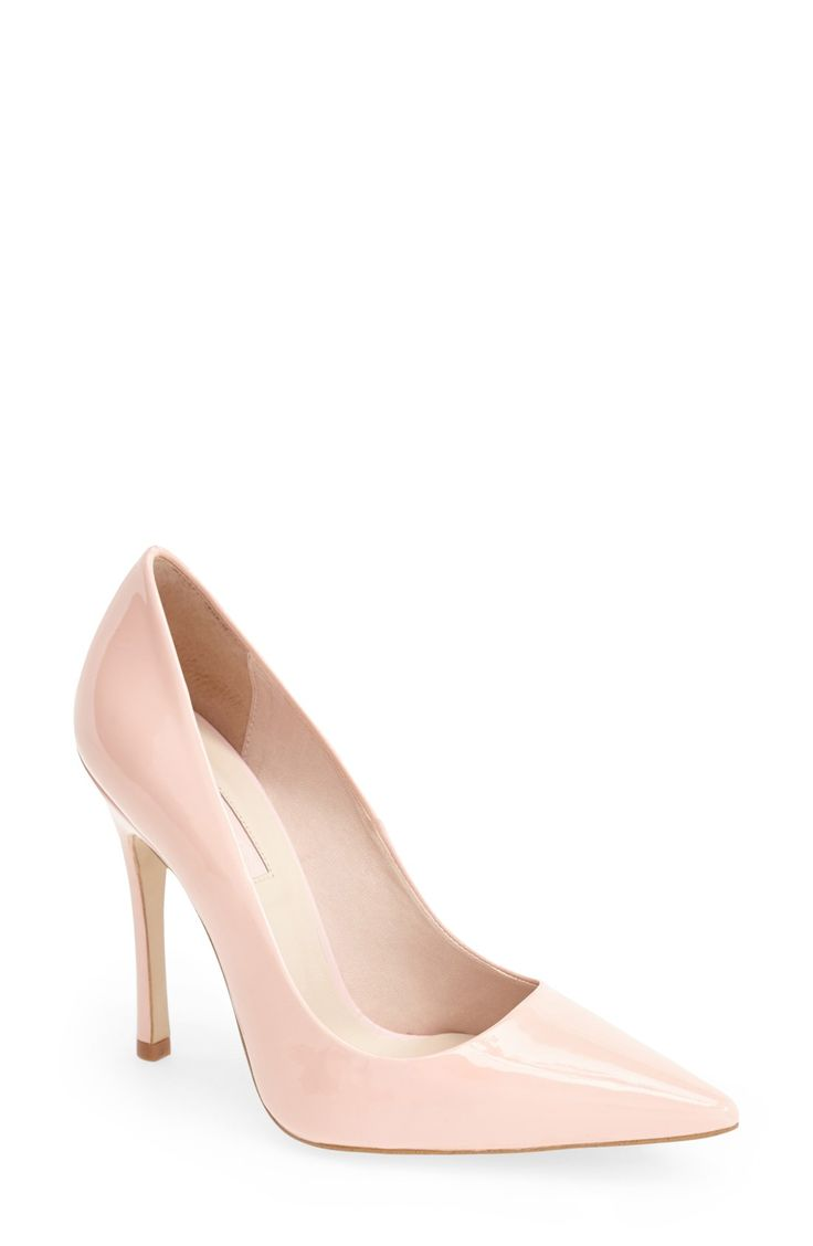 Pastel pink pumps for spring.