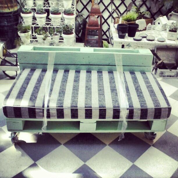 M s de 1000 ideas sobre sillon dos cuerpos en pinterest for Sofa cama de madera reciclada