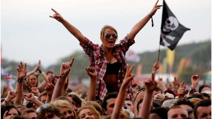 The organiser of Reading and Leeds, Melvin Benn, hopes drug testing will start soon at UK festivals but says the Home Office needs to issue a special licence for that to happen. Pilots took place at last year's Secret Garden Party and Kendal Calling. But festival promoters are waiting for... - #Benn, #Boss, #Drugtesting, #Festival, #Leeds, #Licence, #Melvin, #Reading, #UK, #Waiting, #World_News