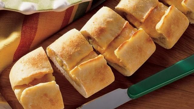 Check out this cheese bread made with Pillsbury® refrigerated pizza crust and sprinkled with Old El Paso® chopped green chiles. This zesty appetizer can be made ready in 45 minutes.