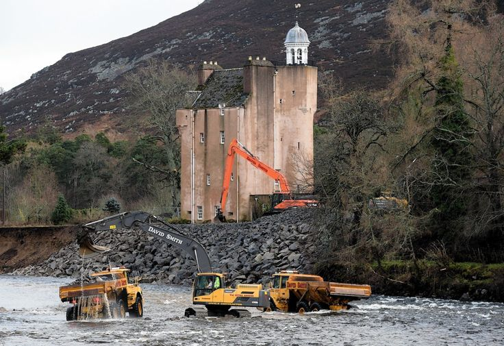 VIDEO: Time lapse footage shows heroic effort that saved Abergeldie Castle from floods