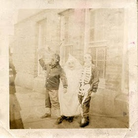 Creepy old Halloween pictures are great. Eerie, unsettling but oddly of some historic importance I guess.