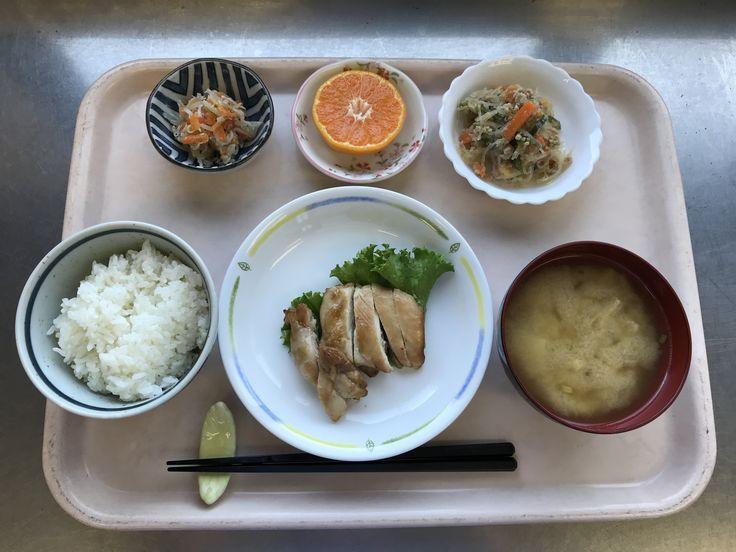 10月26日。鶏肉のゆず香り焼き、春雨と豚ミンチの味噌炒め、人参ともやしのナムル、里芋と揚げの味噌汁、みかんでした!598カロリーです