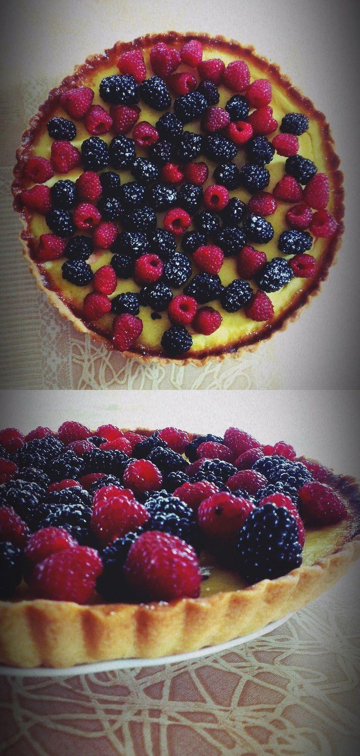 Greek yogurt and forest fruit tart