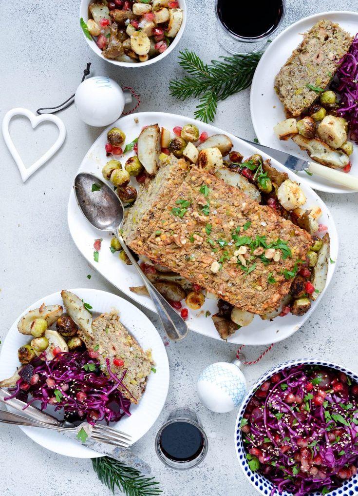Opskrift op en lækker nøddesteg til den kødfrie julemiddag. Den er nem at lave og kan med fordel laves dagen før. Det gør den faktisk bare bedre!