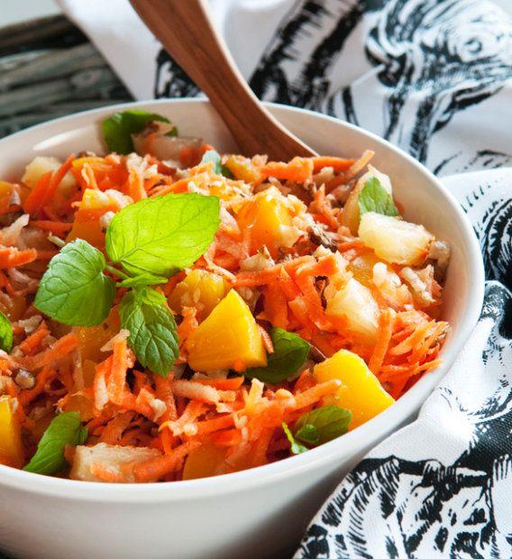 Zadbaj o to, żeby domowy obiad dostarczał nie tylko wrażeń smakowych, ale i niezbędnych witamin. Szczególnie, gdy trudno o dobre warzywa i owoce. Wykorzystaj rodzime warzywa korzeniowe, białą i kiszoną kapustę - one nadal są pyszne i pełne cennych składników.