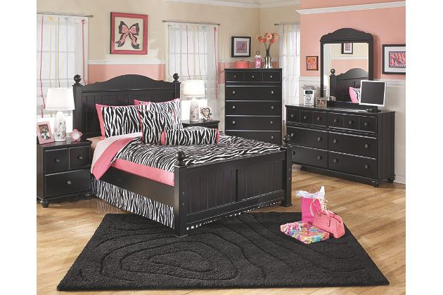 poster headboards and footboards with turned ball finials dressed in a rich black finish accompanied by charming vintage bedroom furniture