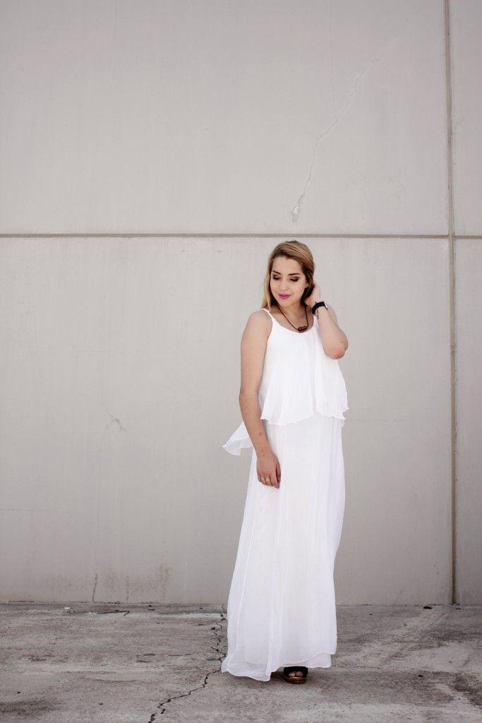No te separes de los white dresses. @noeliabocanegra  apuesta por esta versión maxi de Florencia. #dress #summer #vestido #moda #fashion #trendy #estilo #style #shopping #florencia # shop #tendencia #verano #instapic #instafashion #florenciashop #modaflorencia #barcelona #white #casuallook #bohochic #boho #chic #streetstyle #blogger