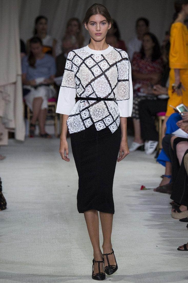 http://www.woman.ru/fashion/nedeli-mody/article/153771/?startLeaflet=2