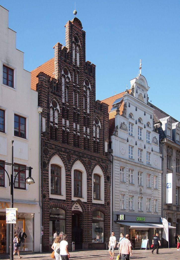 Hanseatic City of Rostock - German Architecture Forum / The university building