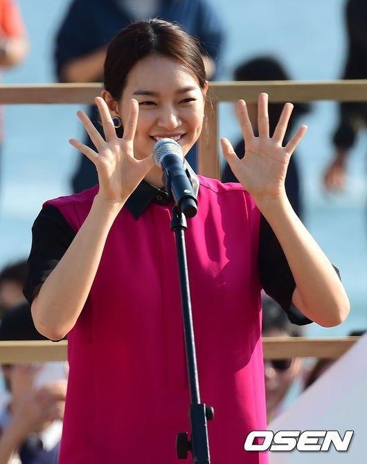[사진]신민아,'사랑스러운 보조개 미소' :: 네이버 TV연예