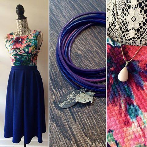 On voit la vie en violet aujourd'hui et on adore✌🏻️  Robe par Création Milye Bracelet par Bijoux Les Perles Rares Collier par VerGlass