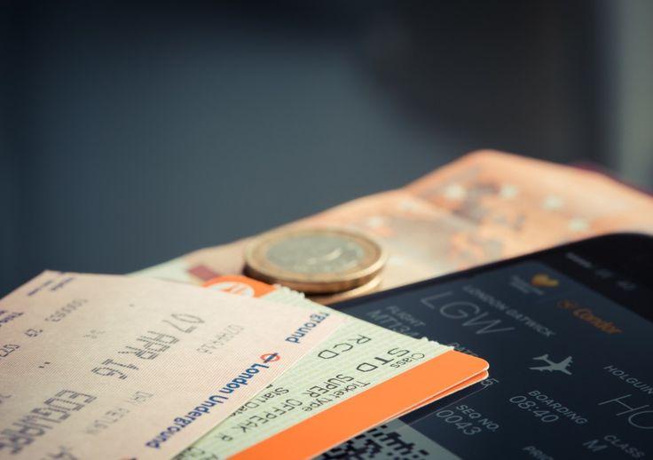 Réservation de vols: l'État sanctionne une vingtaine de sites pour des pratiques trompeuses