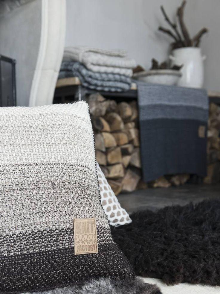 Knit Factory Sierkussen Mae beige melee - 50x50 cm - Sweet Living Shop