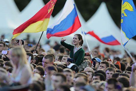 Il 12 giugno nella Federazione Russa si celebra il Giorno della Russia. In questa data, nel 1990, il primo Congresso dei deputati del popolo della Repubblica Socialista Federativa Sovietica Russa approvava la Dichiarazione di sovranità statale della Russia in cui veniva proclamata la Costituzione