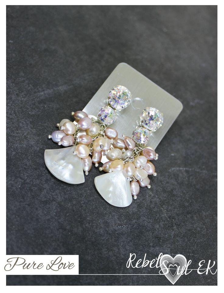 Natural white pearls wedding earrings, Swarovski earrings for bride, shell earrings, beach wedding, pink Pearl Cluster, mermaid earrings