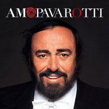 """Amo Pavarotti - La Voce si racconta attraverso uno straordinario percorso di video emozionanti. E ancora immagini mai viste, oggetti che rivelano il Maestro e il suo strettissimo rapporto con l'Arena, le sue opere preferite, la registrazione dei suoi 9 do di petto, i costumi, gli spartiti, le fotografie con le celebrità, i carteggi verdiani di proprietà del Maestro, apprezzato a livello planetario per la sua magnifica voce e per essere stato ambasciatore del """"bel canto"""" e della cultura…"""