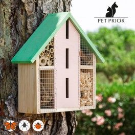 Protect your orchard or garden with the Nature Pet Prior insect hotel! This home for insects is perfect for hybernating and nesting, since it recreates their ideal habitat. It encourages pollination and is a natural way of controlling the usual pests in orchards and gardens, as its inhabitants feed on other insects that produce pests (aphids, cochineals, etc.).