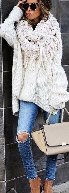LA COMODIDAD DE LOS JERSYS OVERZISE (AMPLIOS) Hola Chicas!!! Me encantan los jerseys amplios (overzise) se ven tan lindo y comodos, que los puedes usar con jeans o leggins para un look casual pero tambien con faldas y botines para un look para ir a trabajar, es importante tener prendas que te vayan bien y puedas combinar fácilmente y eso lo logras cuando compras colores atemporales como negro,  beige, crema, gris, blanco, marrón en sus diferentes.