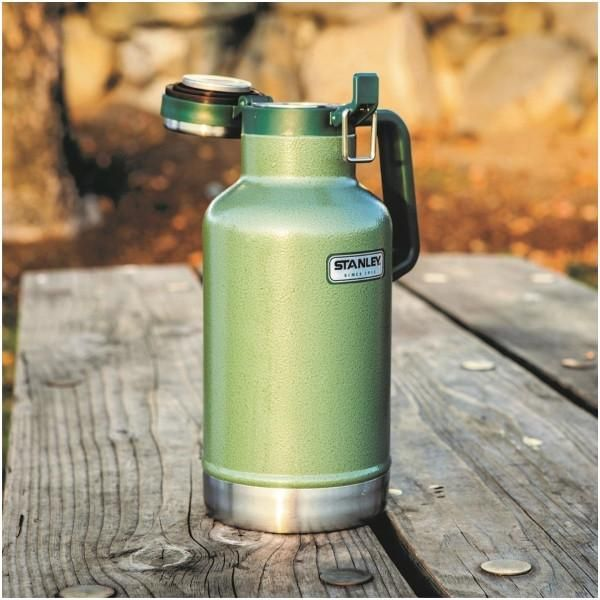 STANLEY | CLASSIC Growler 1.9L (64oz) - Hammertone Green #botanex #botanexstore #waronwaste #glamping #camping #outdoors #outdoorcooking #ecoliving #protectourplanet #zerowaste #sustainableliving #coffeecup #savetheworld #stanley