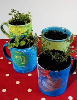 planting seeds of kindness :   upcycling old mugs with acrylic paint and sprouting herbsPlants Herbs, Ideas Pl Seeds, Kind Projects, Shared Plants, Plants United, Sun Hats, Plants Seeds