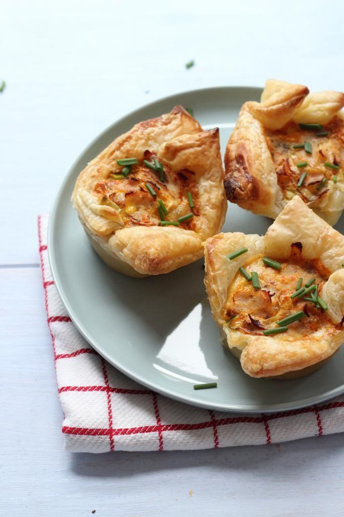 Hartige taartjes met ham, bosui en tomaat