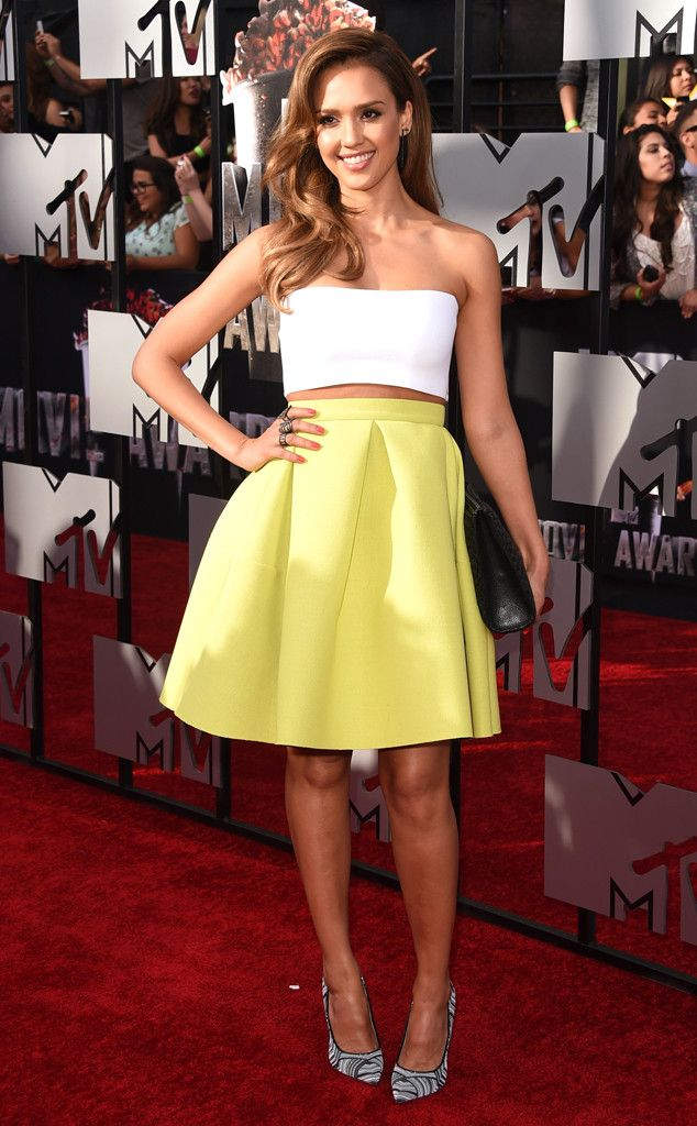 Jessica Alba is ready for spring in a bright yellow skirt and white tube top!
