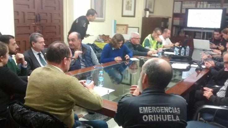 ORIHUELA EMERGENCY SERVICES RESPOND TO FLOOD RISK - http://www.theleader.info/2016/12/18/orihuela-emergency-services-respond-flood-risk/