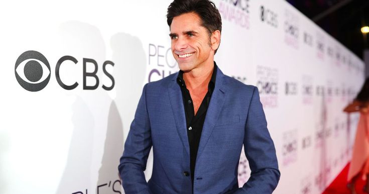 John Stamos' pants gave him a lot of trouble at a recent show