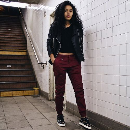 New Women's @publishbrand Joggers! Available now online and in-store exclusively at our Lower East Side location. Lexie Twill Jogger in Maroon - $85  Modeled by @rvswk #publishbrand #joggerpant #womensjogger