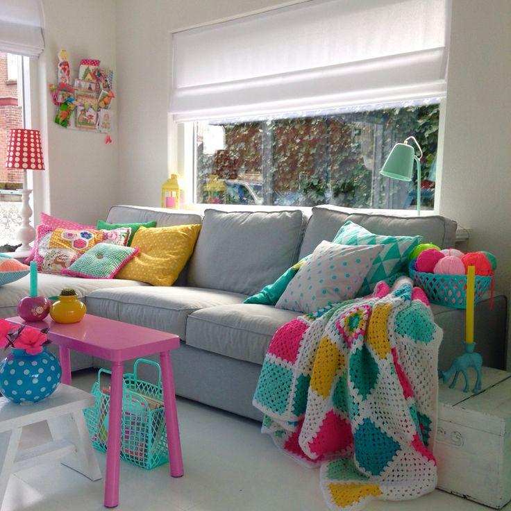 sala neutra com pontos de cor que fazem a diferença!