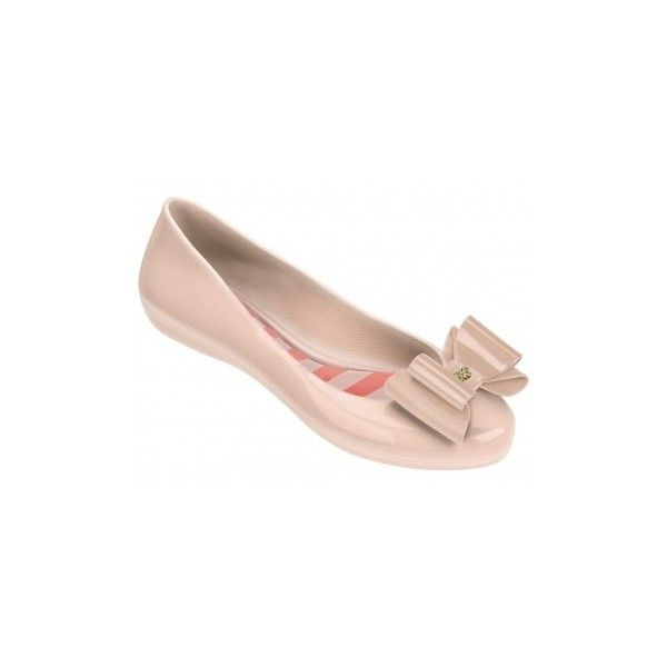 Add a feminine elegant finish to your look with these pretty ballerinas.