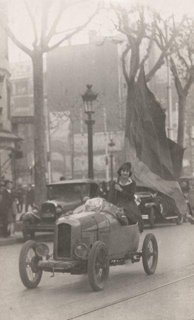 72 - Fotógrafo desconocido (XX) - 17 fotografías que documenta la proclamación de la República en Barcelona, 1931. - Juan Naranjo