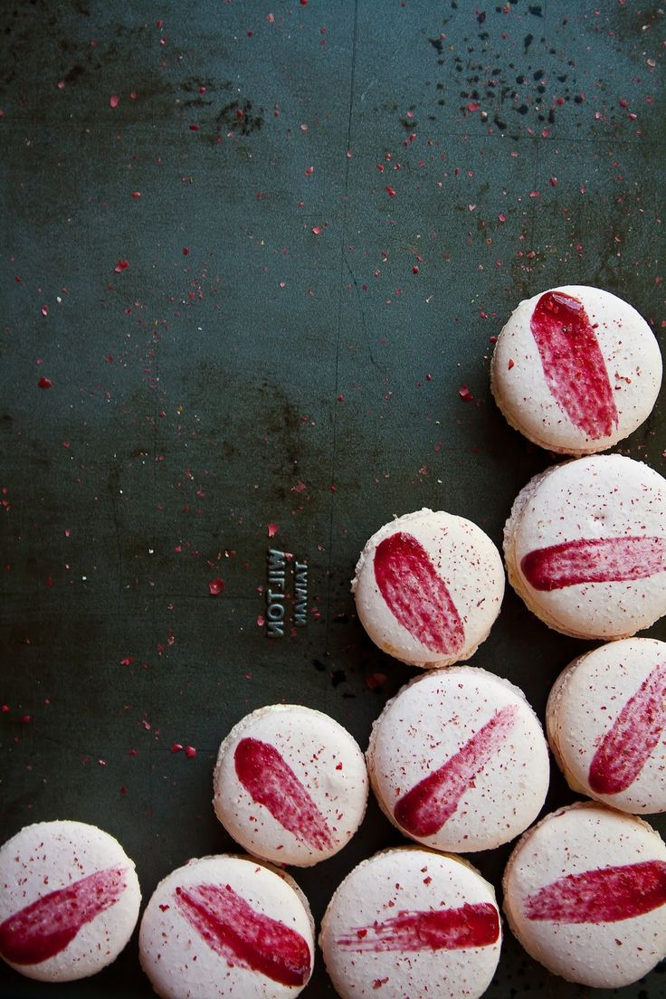 Raspberry and pink peppercorn macarons