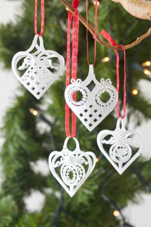 Paper hearts: Paper Cut, Xmas Trees, Decoration, Paper Heart, Paperheart, Paper Ornaments, Christmas Trees Decor, Houses Decor, Nordic Houses