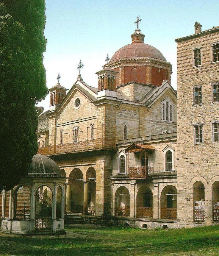 Η φιάλη και η τράπεζα (Ιερά Μονή Ζωγράφου, Άγιον Όρος) - The phiale and refectory (Holy Monastery of Zografou, Mount Athos)