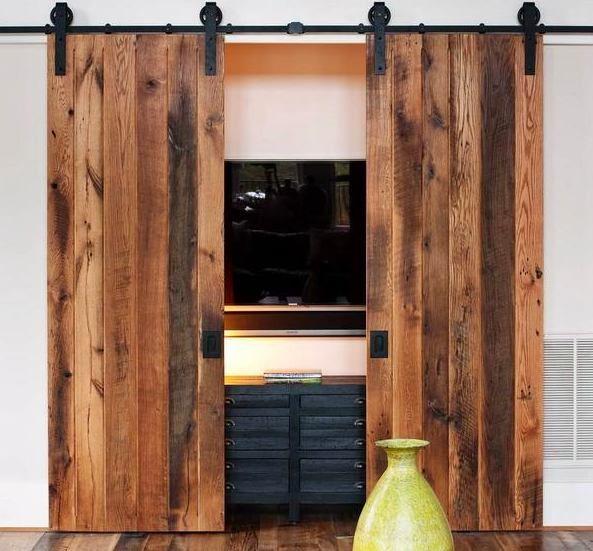 Мебель и предметы интерьера в цветах: черный, светло-серый, белый, темно-коричневый, коричневый. Мебель и предметы интерьера в стиле кантри.