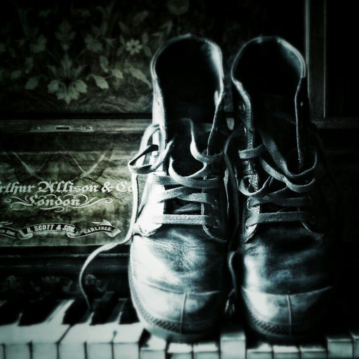 Paladium boots, souvenir.