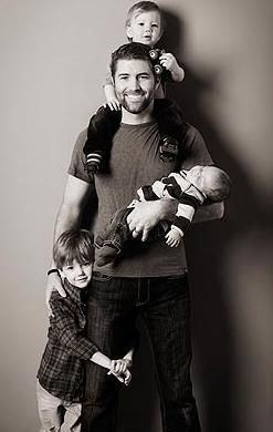 Dawwwwwwh My heart just Melted!  Josh Turner with his three boys!  This is why I need to have 3 kiddos, must recreate this picture someday!