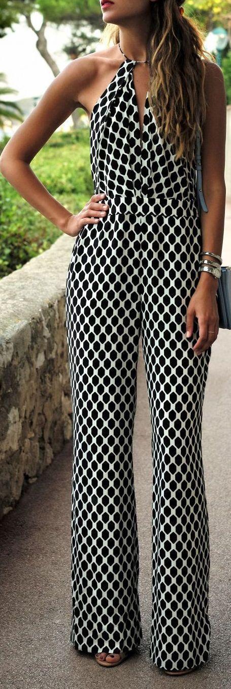Jumpsuit blanco y negro. Una opción acertada para fiesta en verano.