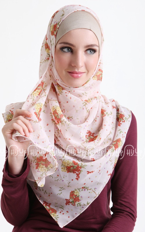 Hijab i want this scarf #hijabi #fashion #floral #spring #summer #muslim #style